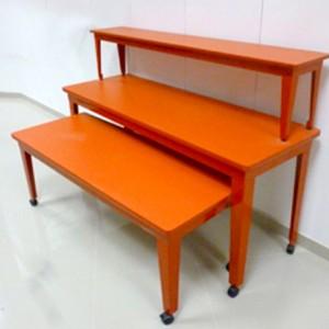 Juego de mesas rojo